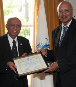 Dr Hari Shukla OBE Ambassador for Peace award