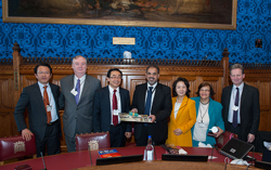 Lord Ahmed Presents Gifts to Japanese Delegation
